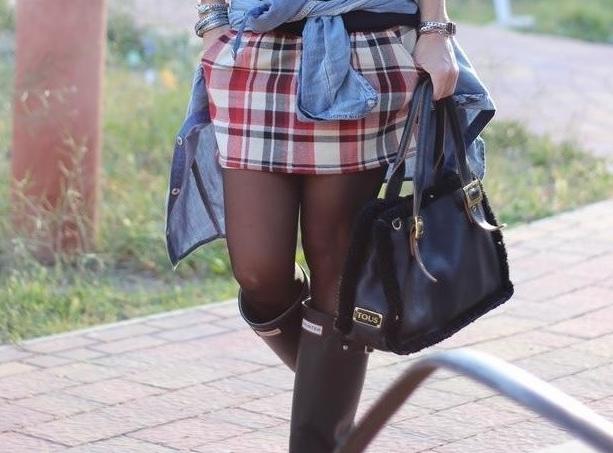 botas hunter minifalda medias